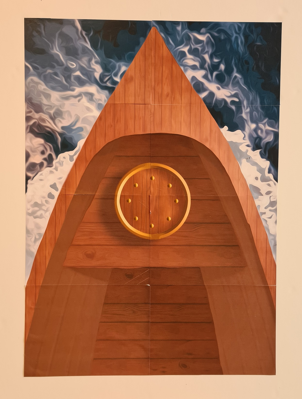 La prua di una barca con le acque agitate